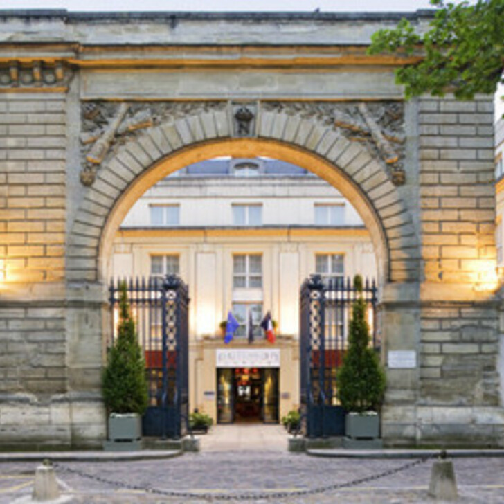 Parking Hotel LE LOUIS VERSAILLES CHÂTEAU - MGALLERY, HOTEL COLLECTIONS (Cubierto) Versailles