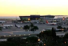 Parques de estacionamento Aeroporto Nice-Côte d'Azur - Reserve ao melhor preço