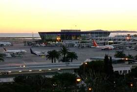 Nice-Côte d'Azur Airport car park in Nice: prices and subscriptions - Airport car park | Onepark