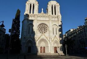 Parkeerplaatsen Basiliek van Onze Lieve Vrouw van de Assumptie in Nice - Boek tegen de beste prijs