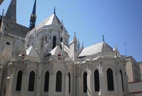 Parques de estacionamento Basílica de São Nicolau em Nantes - Reserve ao melhor preço