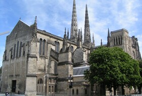 Cathédrale Saint André et Mairie car parks in Bordeaux - Book at the best price
