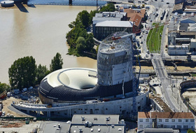 Parques de estacionamento Vinho da casa de Bordeaux em Bordeaux - Reserve ao melhor preço