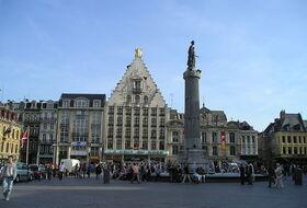 Parques de estacionamento Ótimo lugar em Lille - Reserve ao melhor preço