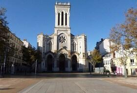 Parkeerplaatsen Plaats Jean Jaurès in Saint Etienne - Boek tegen de beste prijs