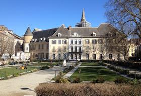 Parkings Antiguo Palacio del Parlamento en Grenoble - Reserva al mejor precio