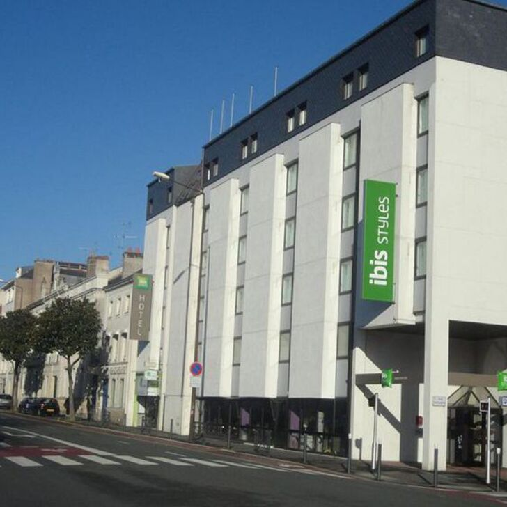 IBIS STYLES ANGERS CENTRE GARE Hotel Car Park (External) Angers
