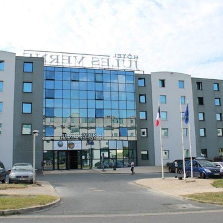KYRIAD POITIERS JULES VERNE FUTUROSCOPE Hotel Car Park (External) Chasseneuil Du Poitou