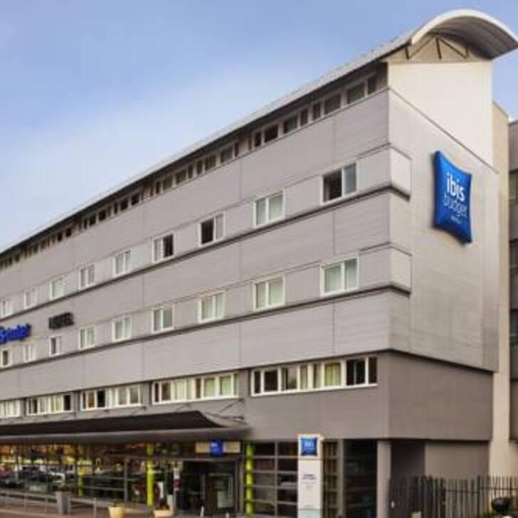 Parking Hotel IBIS BUDGET PARIS PORTE DE PANTIN (Exterior) Pantin