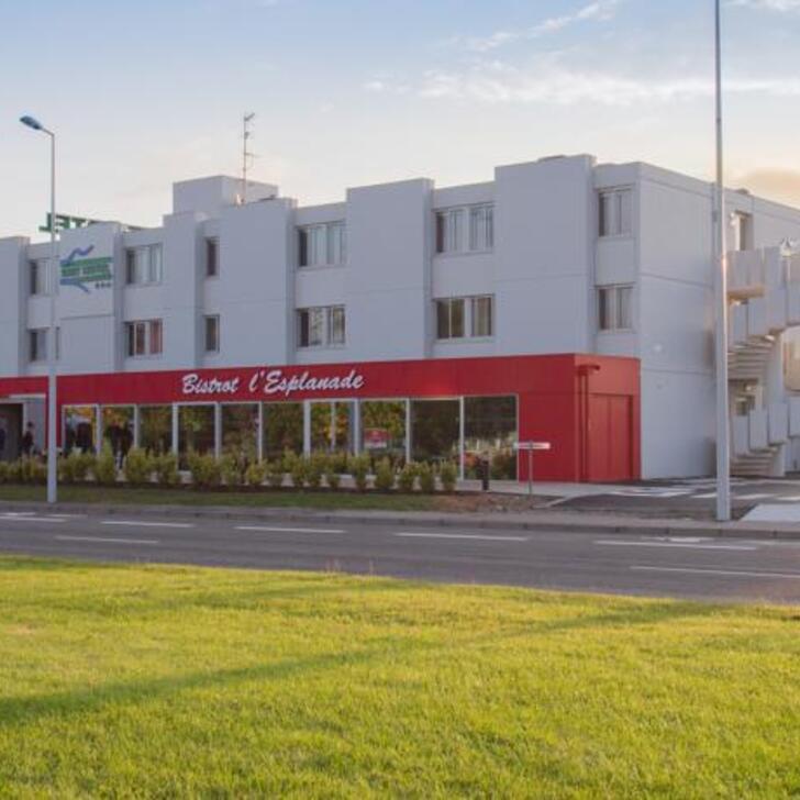 BRIT HOTEL TOULOUSE COLOMIERS – L'ESPLANADE Hotel Car Park (External) Colomiers