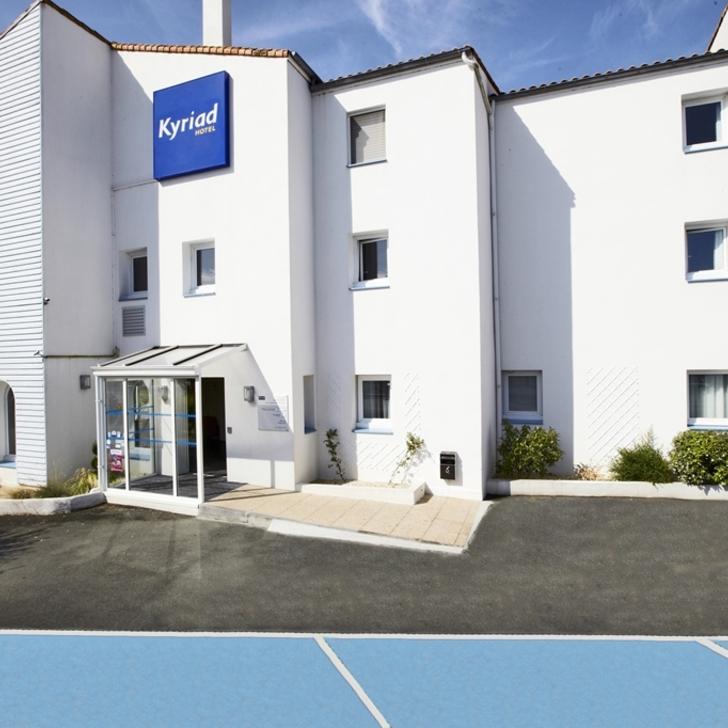 KYRIAD LA ROCHELLE CENTRE Hotel Car Park (External) La Rochelle