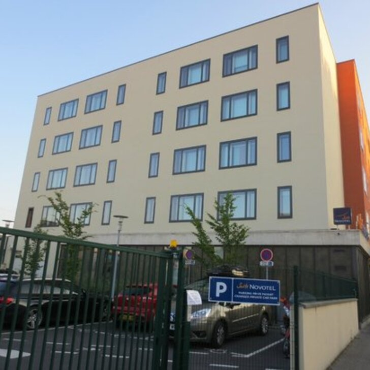 NOVOTEL SUITES REIMS CENTRE Hotel Parking (Exterieur) Reims