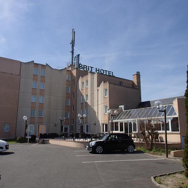 BRIT HOTEL ORLÉANS SAINT-JEAN-DE-BRAYE - L'ANTARÈS Hotel Car Park (External) Saint-Jean-de-Braye