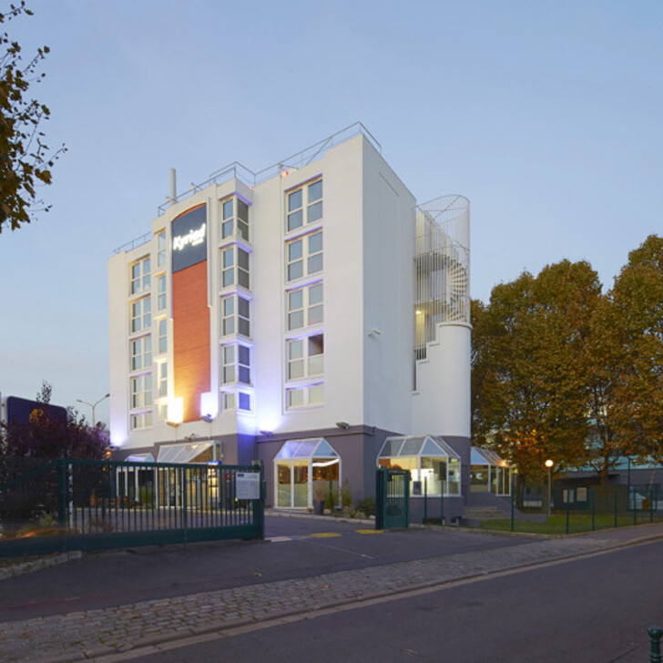 Parking Hotel KYRIAD PARIS OUEST - COLOMBES (Exterior) Colombes