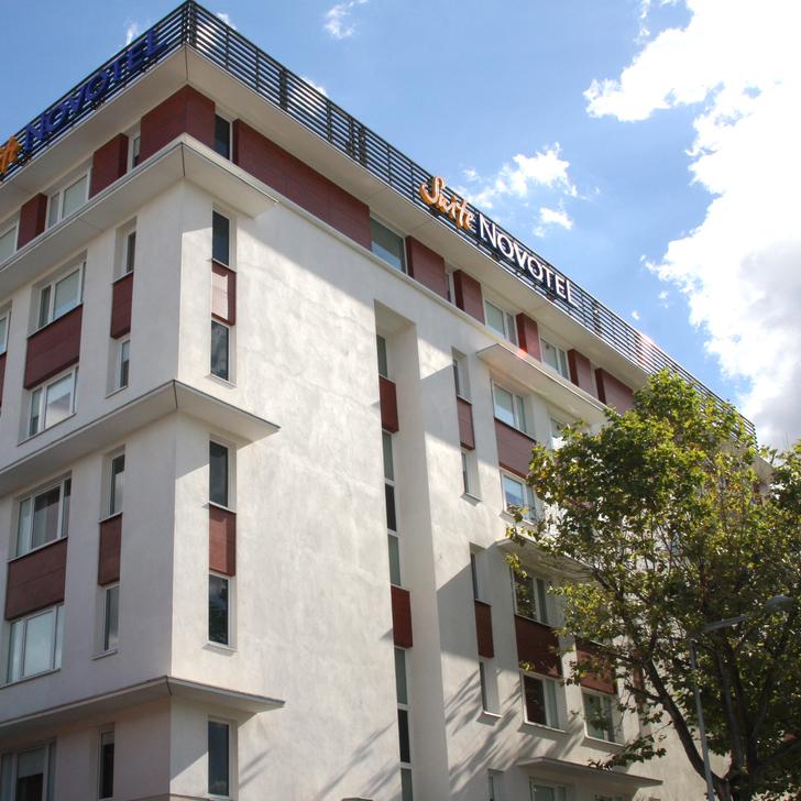 Parking Hotel NOVOTEL SUITES CLERMONT-FERRAND POLYDOME (Exterior) Clermont-Ferrand
