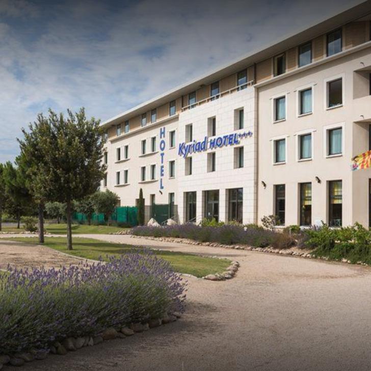 KYRIAD AVIGNON COURTINE GARE TGV Hotel Parking (Exterieur) Avignon