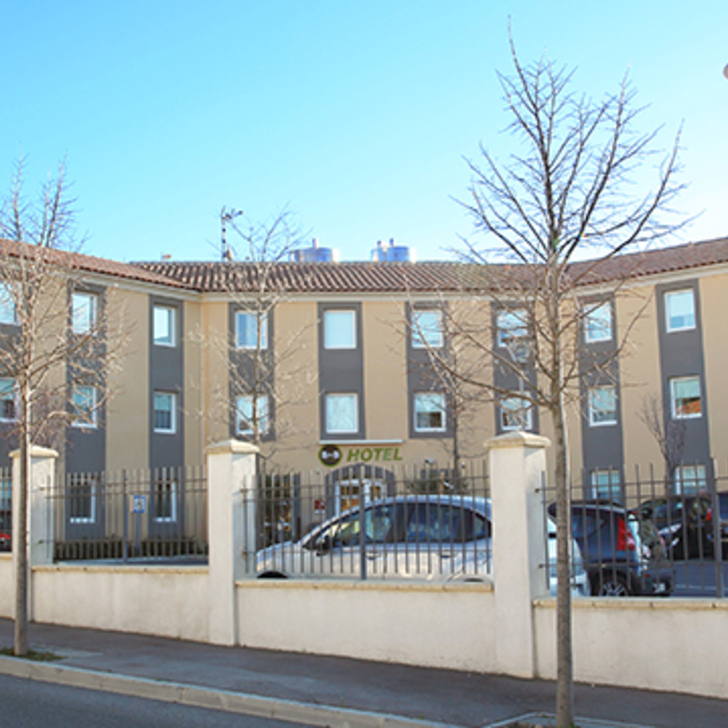 Parking Hotel B&B AIX-EN-PROVENCE LE THOLONET (Exterior) Le Tholonet