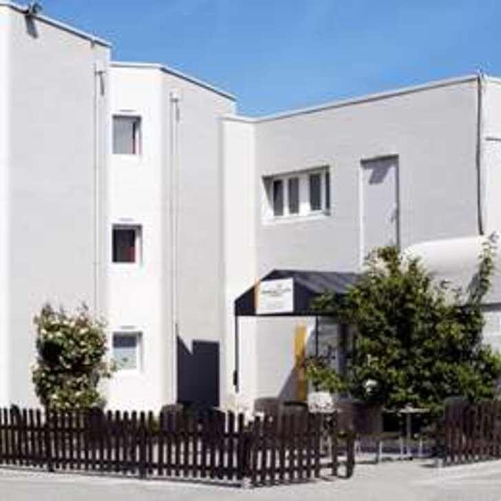 PREMIÈRE CLASSE CALAIS CENTRE - GARE Hotel Car Park (External) Calais