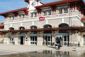 Parkeerplaatsen Station van Dax in Dax - Boek tegen de beste prijs