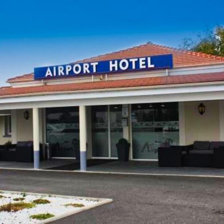 AIRPORT-HÔTEL Hotel Car Park (External) Mauregard