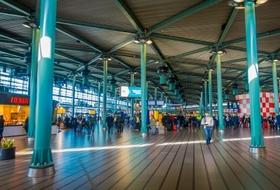 Parkeerplaatsen Station Schiphol Airport in Amsterdam - Boek tegen de beste prijs