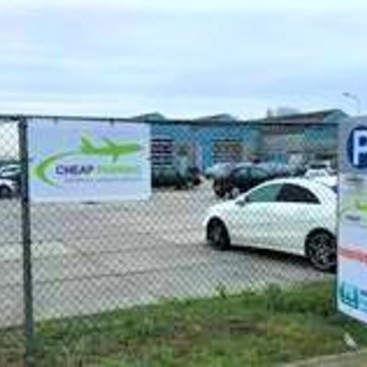 CHEAP PARKING Discount Car Park (External) Roelofarendsveen