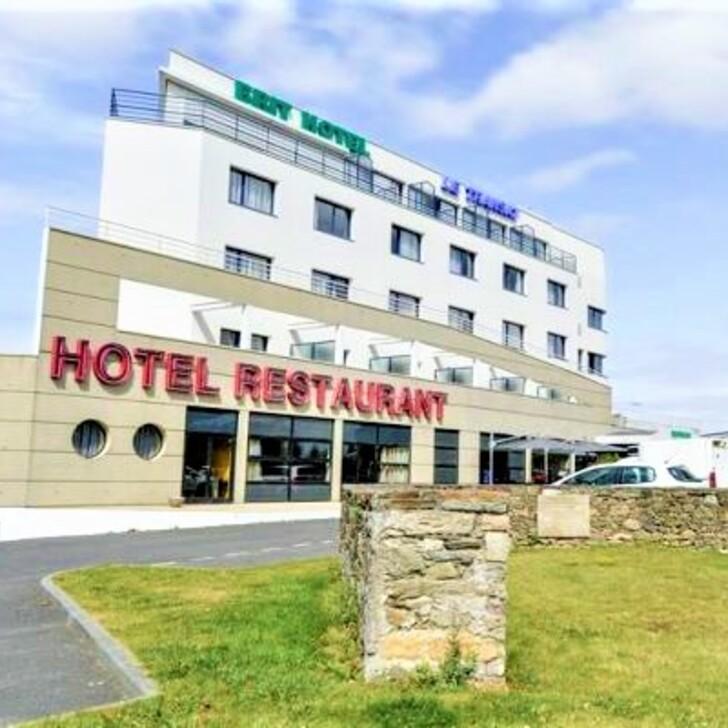 Parking Hotel BRIT HOTEL SAINT MALO - LE TRANSAT (Cubierto) Saint-Malo