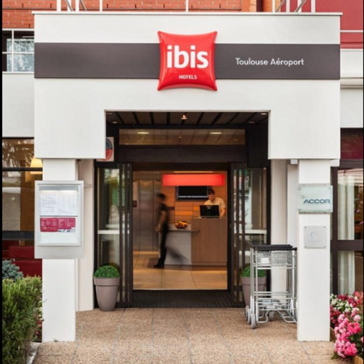 Parking Hotel IBIS TOULOUSE BLAGNAC AÉROPORT (Exterior) Blagnac
