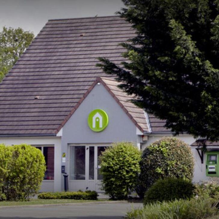 RESTAURANT CAMPANILE DREUX Hotel Car Park (External) Dreux