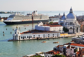 Port de Venise car parks in Venise - Book at the best price