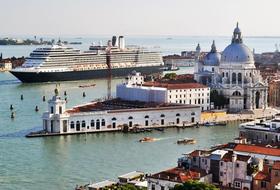 Parques de estacionamento Port de Venise em Venise - Reserve ao melhor preço