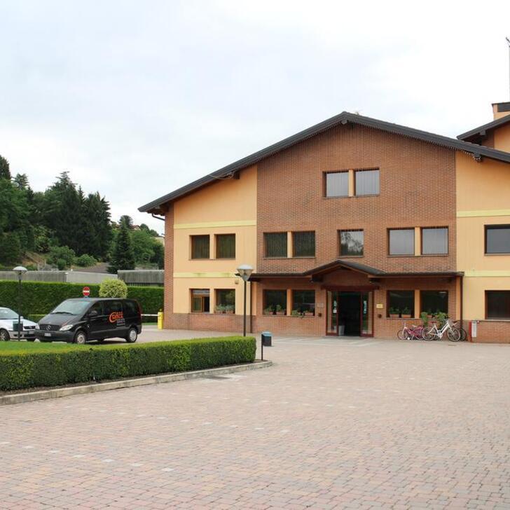 ORANGE MOTEL HOTEL  Hotel Car Park (External) Vergiate