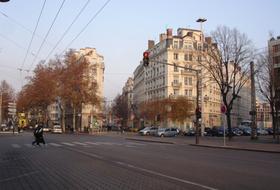 Parkeerplaatsen Jean Macé in Lyon - Boek tegen de beste prijs