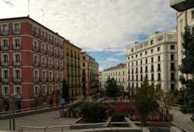 Parkeerplaatsen Cuesta de Santo Domingo in Madrid - Boek tegen de beste prijs