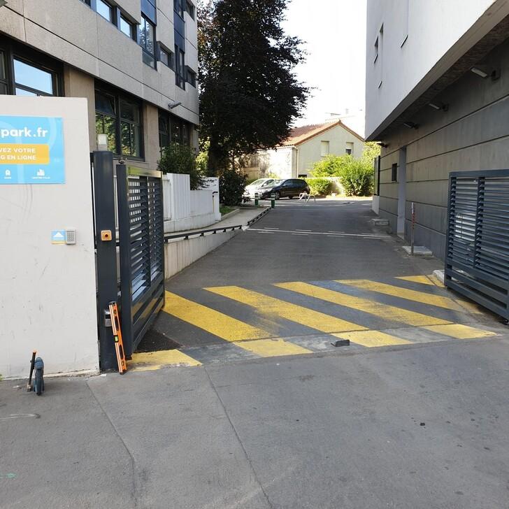 FAC-HABITAT LA GUILLOTIÈRE Building Car Park (Covered) Lyon