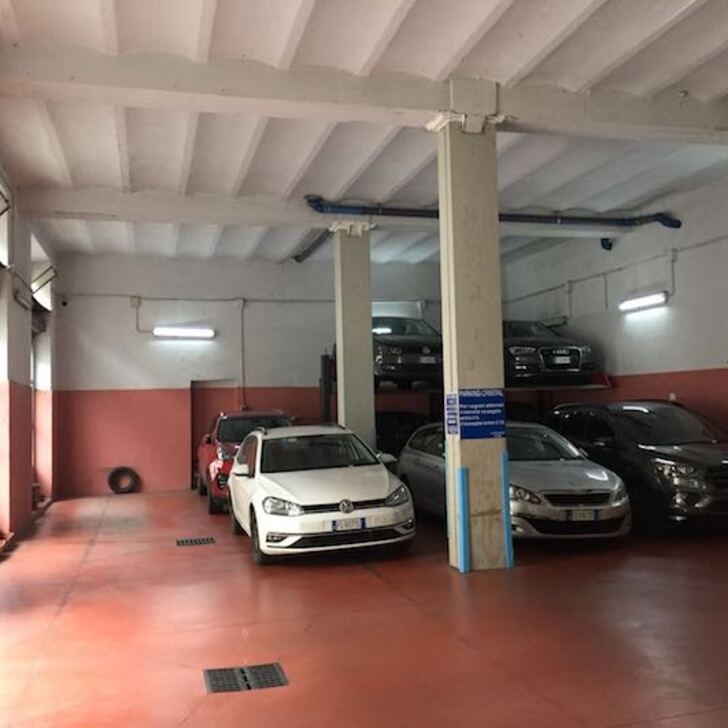 CRISTAL PARKING GARAGE Openbare Parking (Overdekt) Milano
