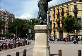 Parkeerplaatsen Pau Clarís in Barcelona - Boek tegen de beste prijs