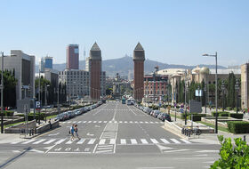 Plaza Reina María Cristina car parks in Barcelona - Book at the best price