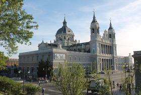 Parkplätze Cathédrale de la Almudena in Madrid - Buchen Sie zum besten Preis