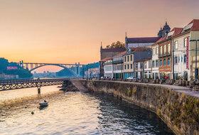 Parkeerplaatsen Ribeira in Porto - Boek tegen de beste prijs