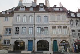 Parques de estacionamento Maison de Victor Hugo em Paris - Reserve ao melhor preço