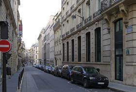Parkplätze Rue Saint-Georges in Paris - Buchen Sie zum besten Preis