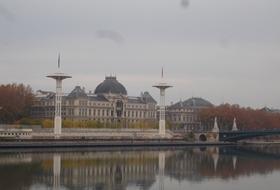 Parkeerplaatsen 16 Quai Claude Bernard in Lyon - Boek tegen de beste prijs