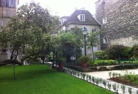 Parkings Musée de Montmartre à Paris - Réservez au meilleur prix