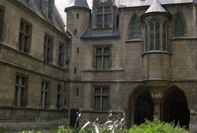 Parkings Musée du Moyen Age-Thermes de Cluny à Paris - Réservez au meilleur prix