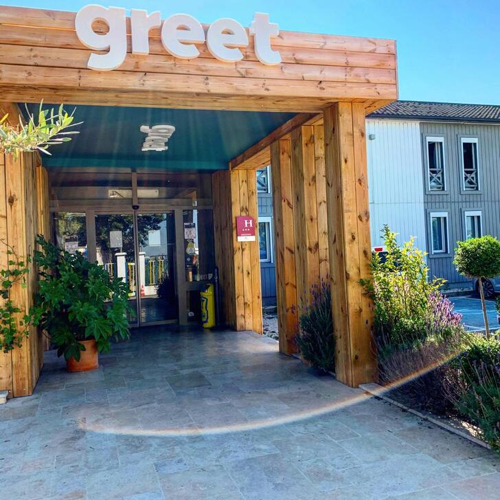 GREET HÔTEL MARSEILLE PROVENCE AÉROPORT Hotel Parking (Exterieur) Vitrolles