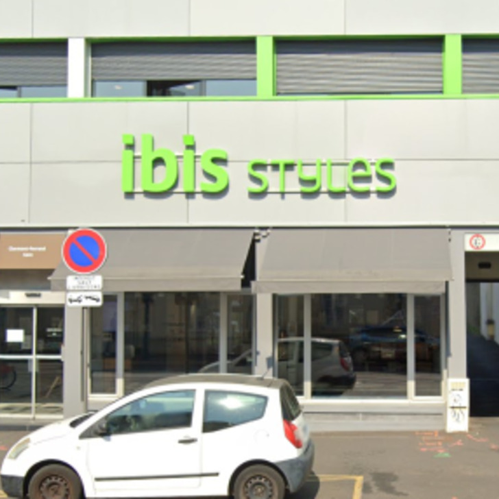 Estacionamento Hotel IBIS STYLES CLERMONT FERRAND GARE (Exterior) Clermont-Ferrand
