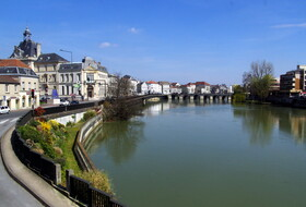 Car parks in Meaux - Book at the best price